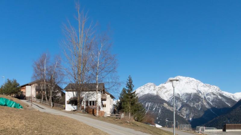 Ferienhaus Sent Chasa Spadla vom Zufahrtssträsschen